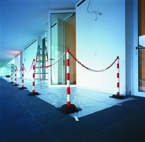 Picture of 10m Chain Post Kit - 6 Posts, 10m Chain, 10 Hooks & Links - Red-White - Rub
