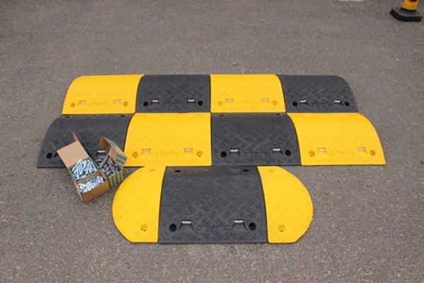 Picture of Speed Bump: 75mm endcap segment black HxWxD: 75x235x465mm