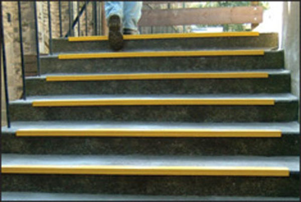 Picture of Anti-slip stairnosing 55x55x1000mm yellow