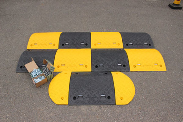 Picture of Speed Bump: 75mm endcap segment yellow HxWxD: 75x235x465mm